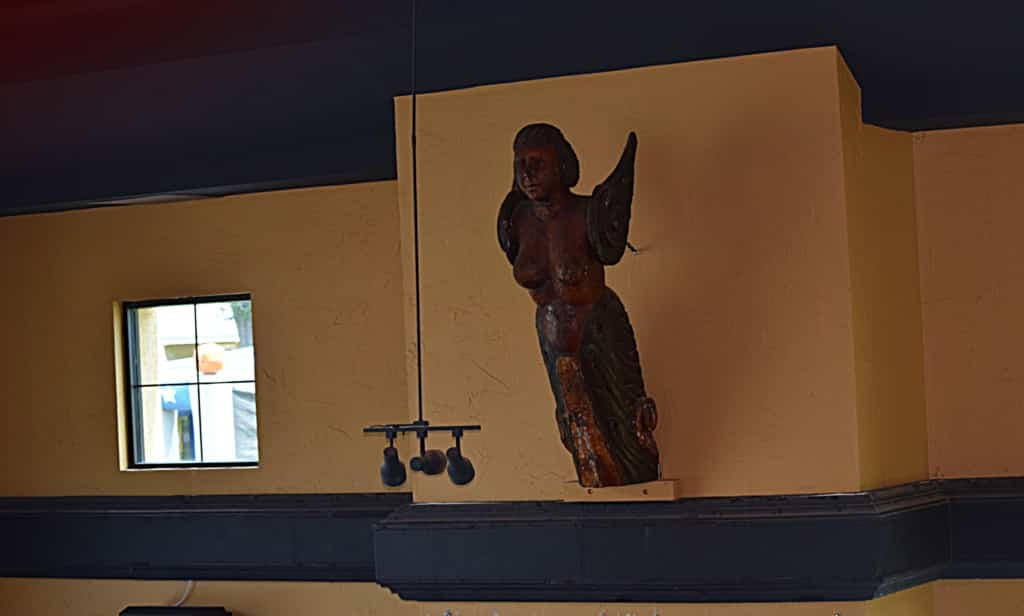 Sculpture at the casual dining area